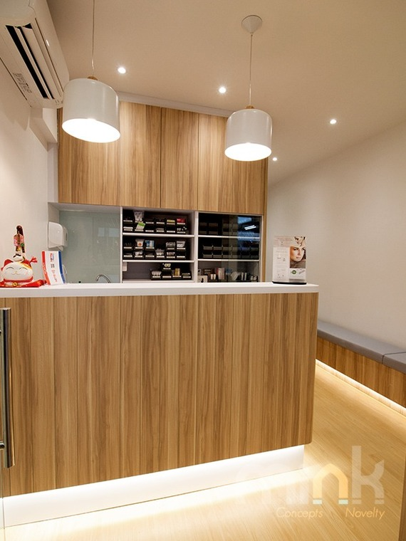 MEDICAL CLINIC @ PASIR RIS by MINK DESIGN PRIVATE LIMITED - Completed 800 - 1200 sqft Shop / Retail / F&B Sitting Room Hallway Display Shelf Cabinet Pantry Reception Japanese Carpentry Flooring Wetworks Plaster Ceiling Wallpaper Paint Lighting Electrical Wall Decor Glasswork - Recommend.sg