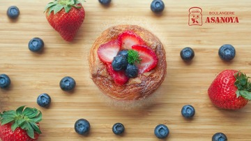 Mixed Berry Danish - blueberry and strawberry slices on delicate danish pastry.